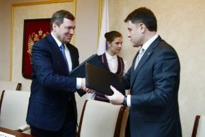 Председатель Правления ОАО «ФСК ЕЭС» Олег Бударгин и Губернатор Тульской области Владимир Груздев подписали соглашение о развитии энергосистемы региона