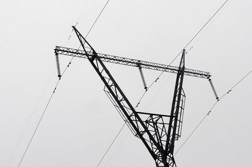 На девяти уральских линиях электропередачи смонтированы 142 км нового грозозащитного троса