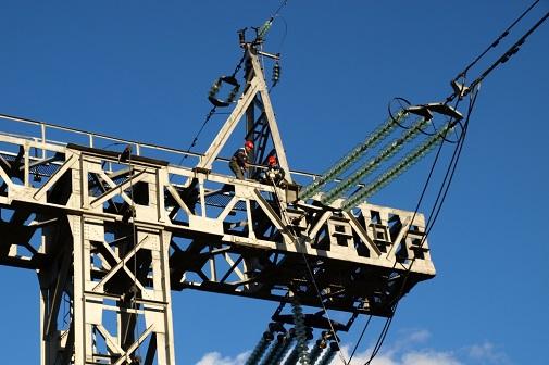 ФСК ЕЭС смонтирует на 14 линиях электропередачи Поволжья более 200 км грозозащитного троса