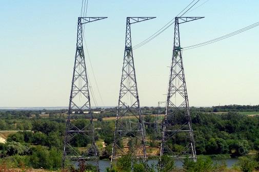 ФСК ЕЭС построила через реку Северский Донец новый полукилометровый спецпереход ЛЭП 500 кВ от Ростовской АЭС