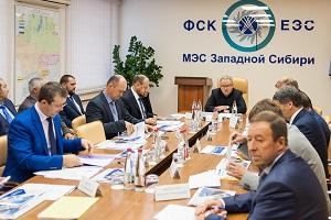 Андрей Муров проверил строительство двух новых подстанций в Западной Сибири