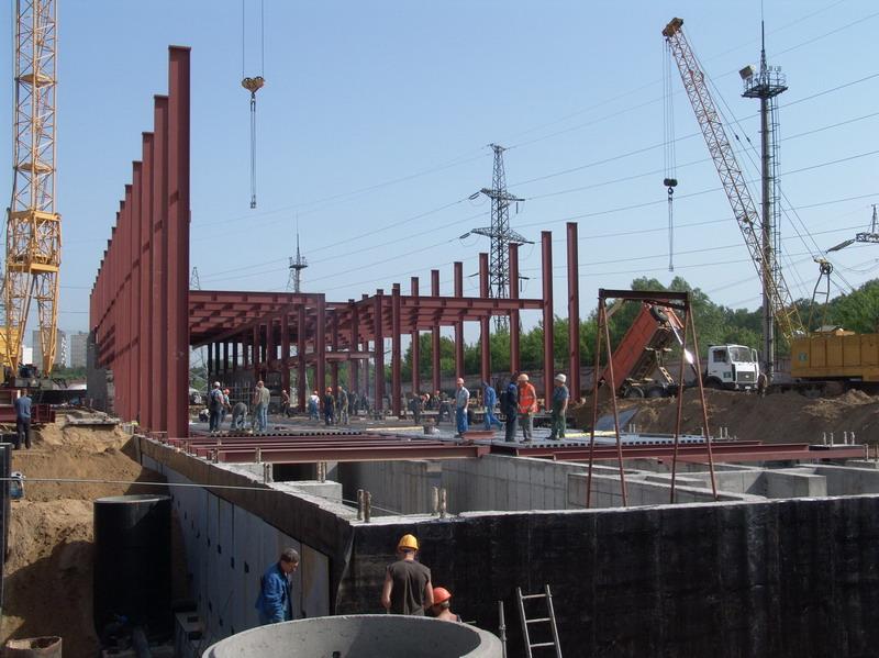 Май 2007 года.  Перекрытие нулевого цикла.  Установка металлических колонн здания КРУЭ 220/110 кВ.
