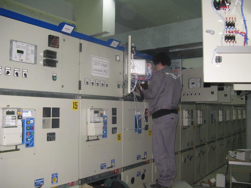 В здании закрытого распределительного устройства (ЗРУ) 10 кВ подстанции Лаура (2010 год) .